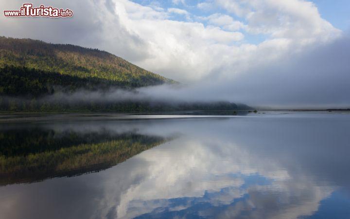 Nebbia sul lago di circonio slovenia sulle foto for Casetta sul lago catskills ny