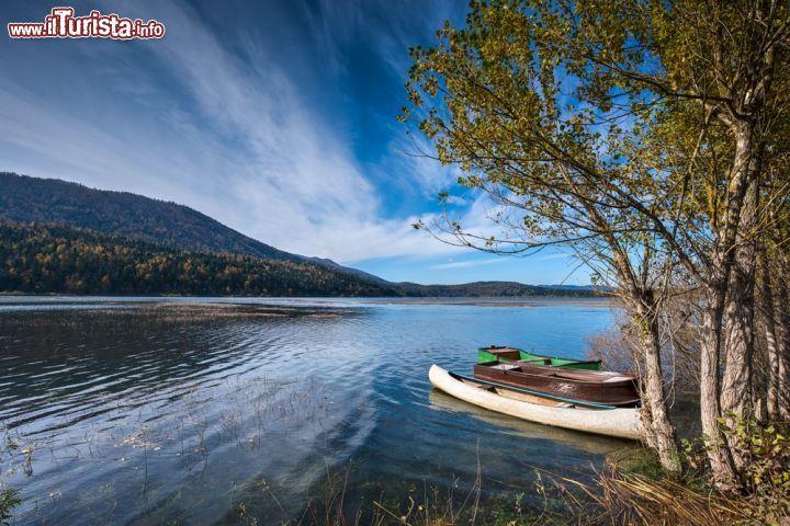 Paesaggio sul lago di circonio slovenia lo foto for Casetta sul lago catskills ny