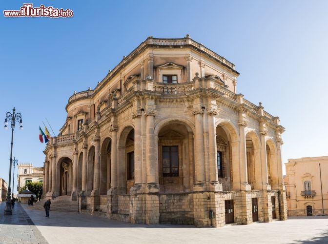 Palazzo ducezio sede del comune di noto il foto noto for Noto architetto torinese
