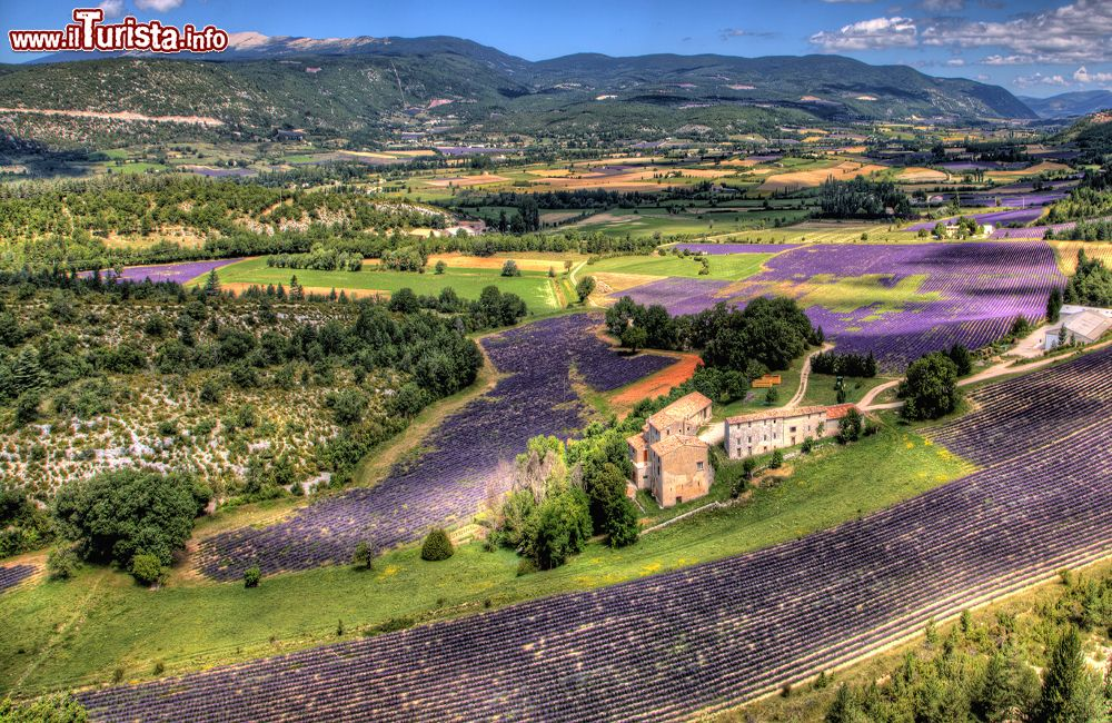 Parc naturel regional du luberon il panorama foto - La provenza italiana ...