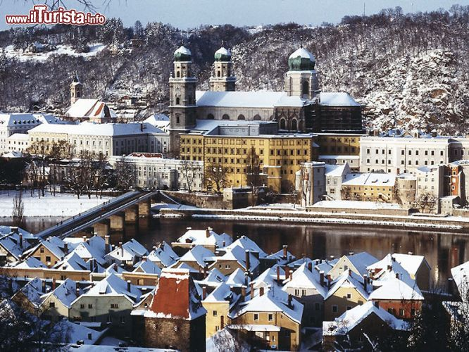 Immagine Il centro di Passau, in Baviera, dopo una copiosa nevicata - © Marketing Passau Tourismus