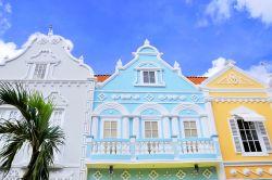 Casa tradizionale stile coloniale oranjestad foto for Architettura olandese