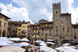 Interno della chiesa di san domenico ad arezzo foto for Arezzo mercatino