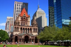 Sulla Copley Square di Boston (Massachusetts) si affacciano la Old South Church, la Trinity Church, la Boston Public Library e altre meraviglie architettoniche - © col / Shutterstock.com ...