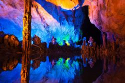 Ree Flute Caves, le splendide grotte si trovano vicino a Guilin in Cina - © TDway / Shutterstock.com