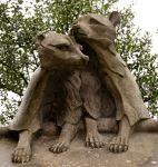 Statue di animali, presso l'animal wall del Castello di Cardiff, in Galles - © Andy Poole / Shutterstock.com
