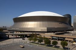 Mercedes-Benz Superdome, New Orleans - Conosciuto in precedenza come Louisiana Superdome, lo stadio di New Orleans è stato inaugurato il 3 Agosto 1975 nel quartiere Central Business District ...