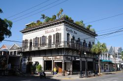 The Bull and Whistle Bar a Key West, Florida - Storico locale di Key West, situato all'angolo fra Duval e Caroline Street, The Bull and Whistle Bar è l'ultimo dei vecchi bar all'aperto ...