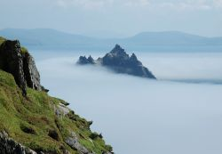 il panorama da Skellig Michael, l'isola di Little Skellig e le coste dell'Irlanda