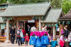 Shopping a tema Frozen al Marketplace di Disneyland Paris, in Francia