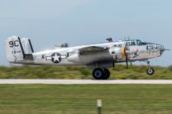 Un esemplare di B-25 Mitchell dallo Yankee Air Museum all'International Airshow di Cleveland, Ohio, USA - © BlueBarronPhoto / Shutterstock.com