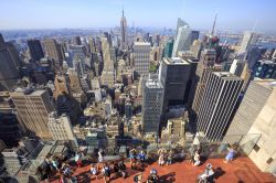 Uno dei panorami più belli di New York CIty; la Grande Mela dall'alto dal Rockefeller Center, Top of the Rock - © Steven Bostock / Shutterstock.com