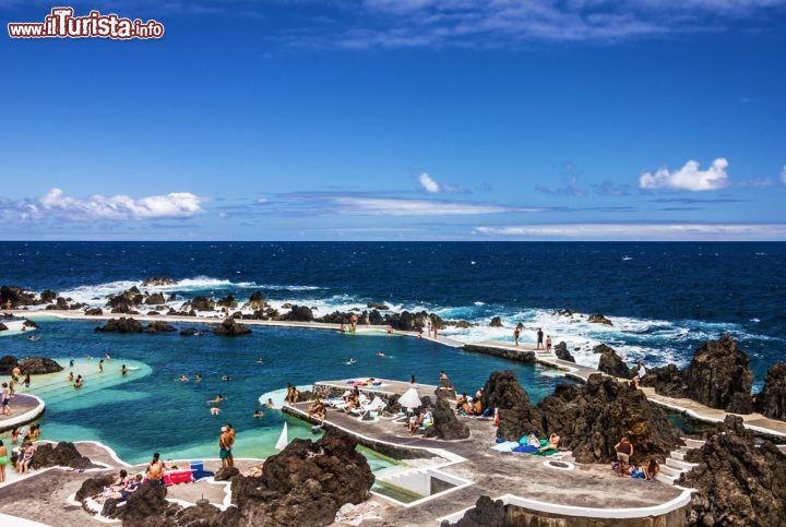 Le piscine naturali di porto moniz sulla costa foto - Piscine naturali piemonte ...