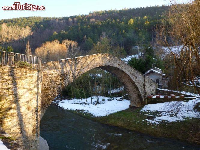 il ponte della maest a portico di romagna foto