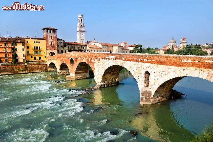 Ponte Di San Pietro A Verona Sul Fiume Adige Foto Verona