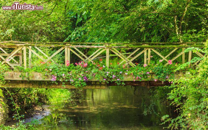 Un ponticello sul fiume coln a bibury inghilterra foto bibury for Puglia garden city ny
