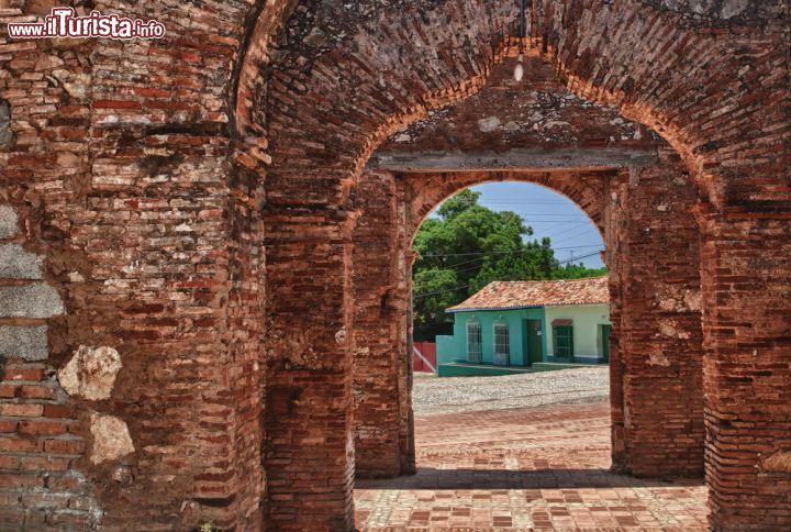 Porta di accesso a trinidad cuba una porta foto - Ugc porta di roma programmazione ...