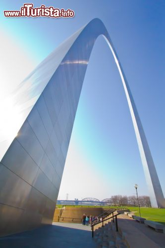 Immagine Primo piano dell iconico Gate Arch di St Louis in Missouri - © Missouri Division of Tourism