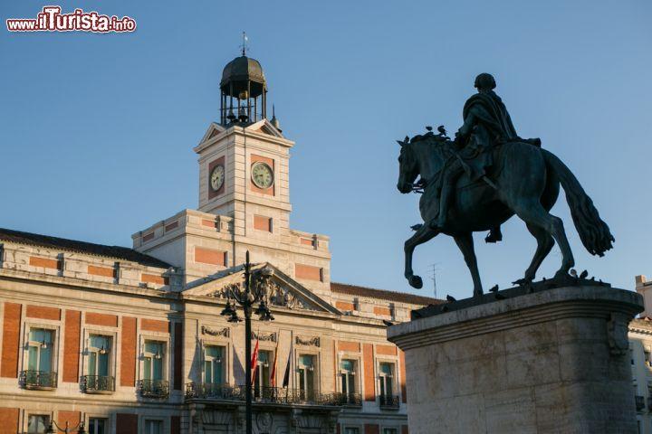 Puerta del sol la centralissima piazza simbolo foto for Puerta del sol madrid fotos