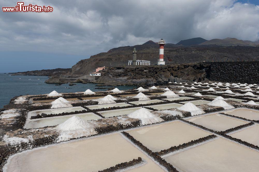 Piscine di roccia vulcanica usate come saline foto for Piscine usate