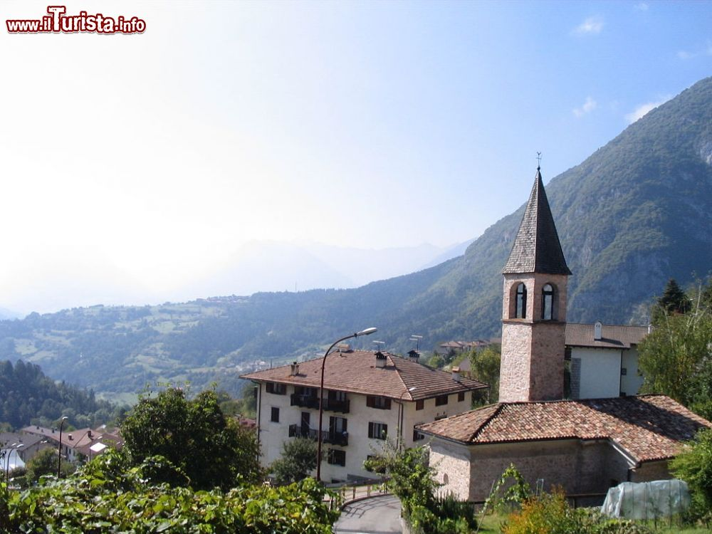 Le foto di cosa vedere e visitare a San Lorenzo Dorsino
