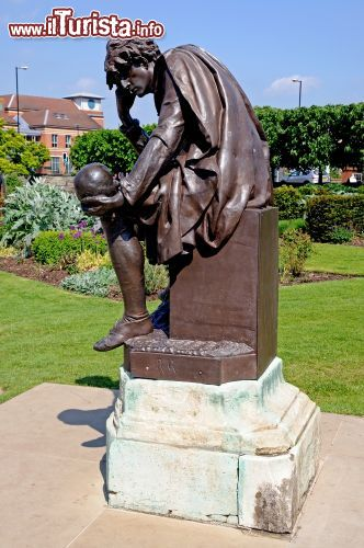 Immagine Shakespeare Memorial a Stratford-upon-Avon, Inghilterra - © Arena Photo UK / Shutterstock.com