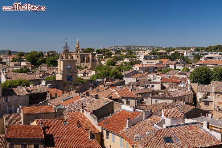 Una Veduta Panoramica Di Salon De Provence Dal Foto Salon De Provence