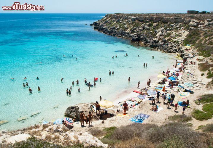 Matrimonio Spiaggia Favignana : Spiaggia sull isola di favignana sicilia foto