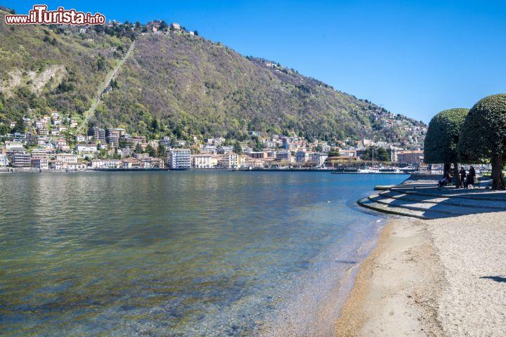 Spiaggia sul lago di como lombardia una bella for Lago con spiaggia vicino a milano
