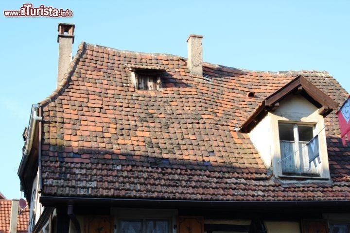 Tetto di una casa a gradiccio foto ribeauville for Immagini di una casa
