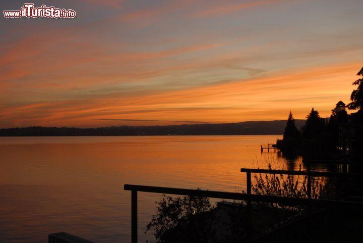 Tramonto sul lago di garda fotografato da una foto for Casetta sul lago catskills ny