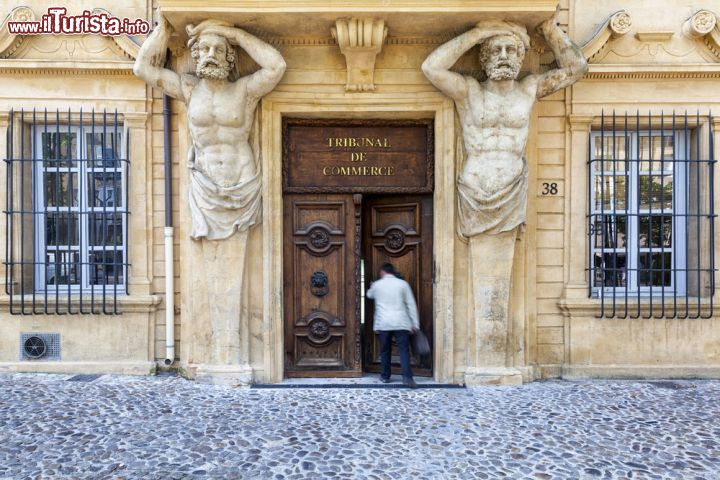 Il tribunal de commerce sul cours mirabeau a foto - Tribunal de commerce salon de provence ...