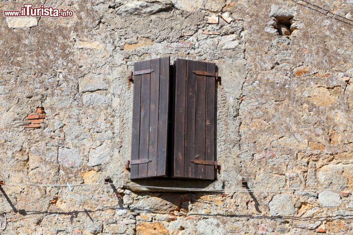 Un particolare di una casa del borgo medievale foto for Piani di casa castello medievale
