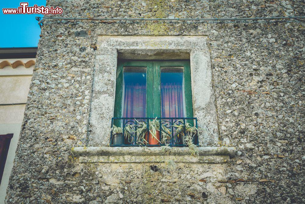 Un particolare di una casa in sasso del borgo foto for Immagini di una casa
