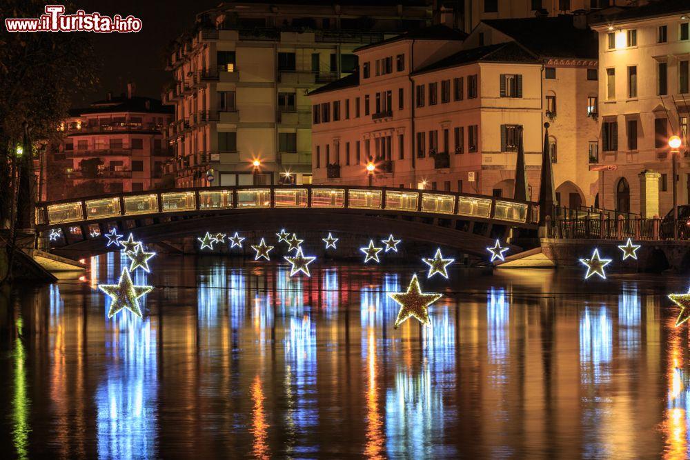 Un ponte sui canali di Treviso durante il periodo ... | Foto Treviso