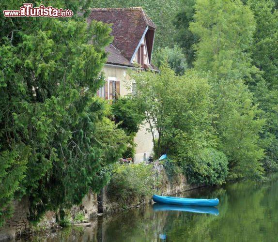 Una casa sul fiume serein nei pressi di noyers foto for Piccoli piani di casa sul fiume