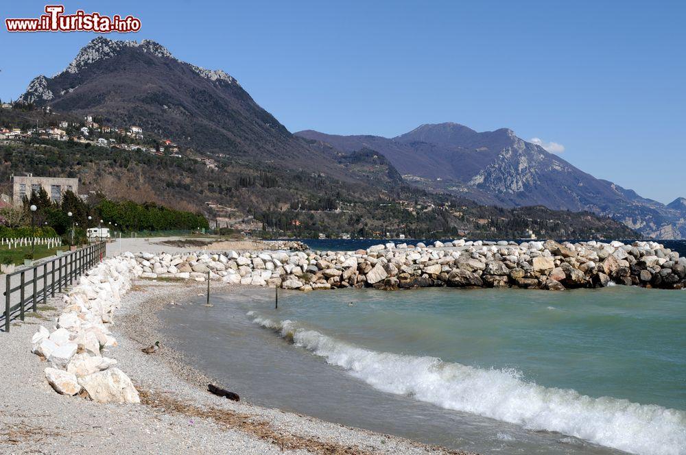 Una delle belle spiagge di toscolano maderno foto for Casetta sul lago catskills ny