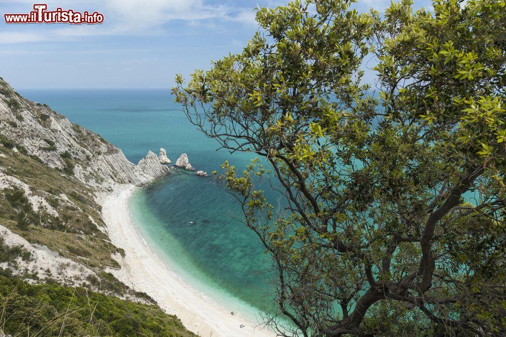 Cartina Marche Conero.Le Spiagge Della Riviera Del Conero Ecco Le Piu Belle