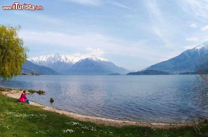 Una spiaggia sul lago di como tra dongo e gravedona for Casetta sul lago catskills ny
