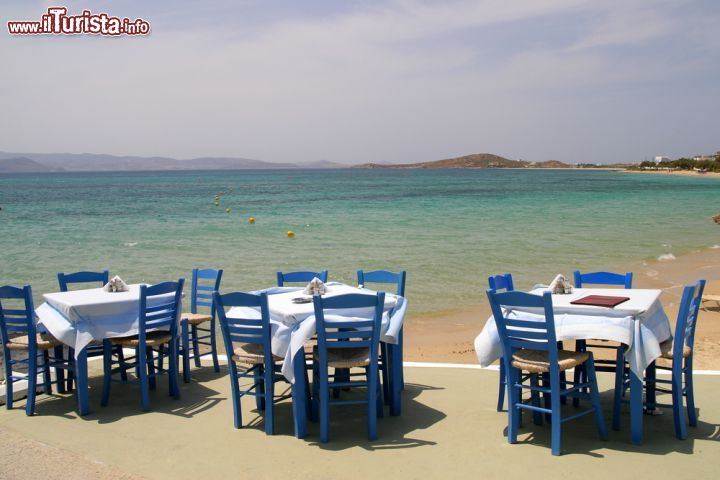 Mar Sedie E Tavoli.Taverna Greca Sul Mare A Naxos Grecia Tavoli Foto Naxos