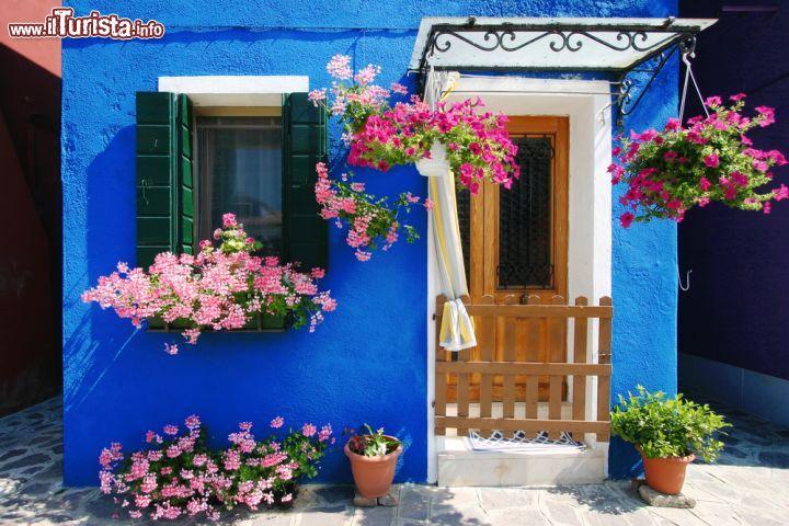 Una tipica casa di burano venezia le case foto burano for Immagini di case