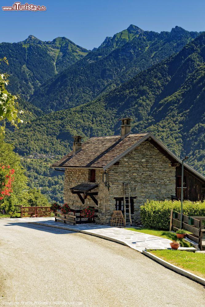 Una tradizionale casa di montagna a crodo piemonte for Fotografie di case