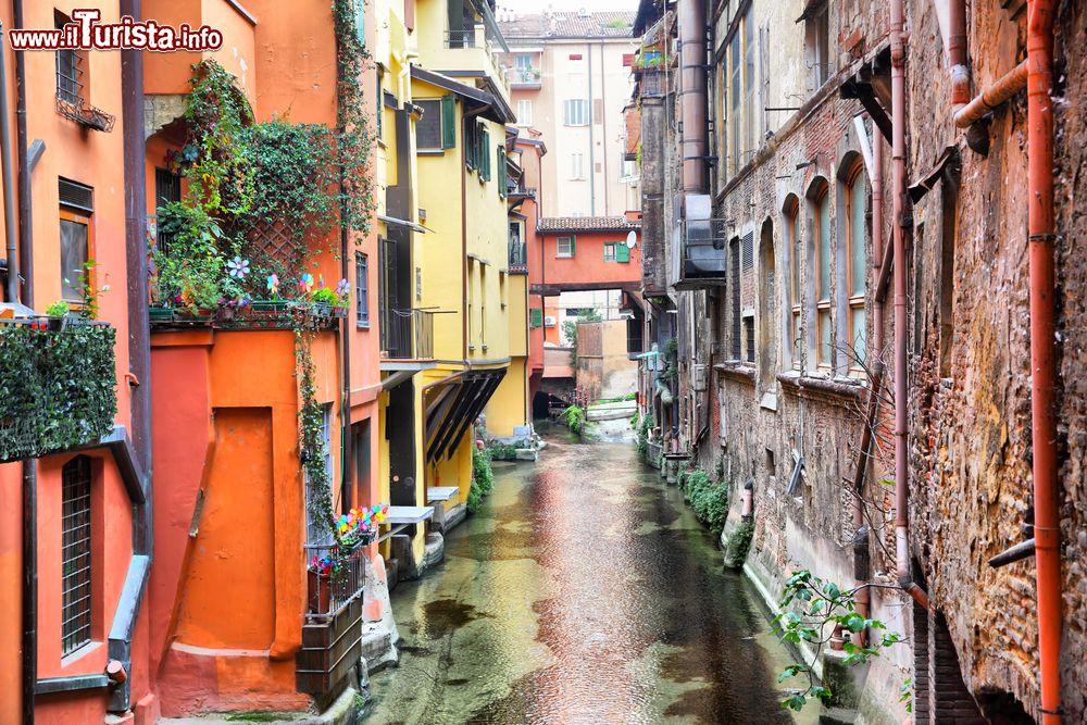 Uno scorcio di uno dei canali del centro foto bologna for Hotel dei commercianti bologna