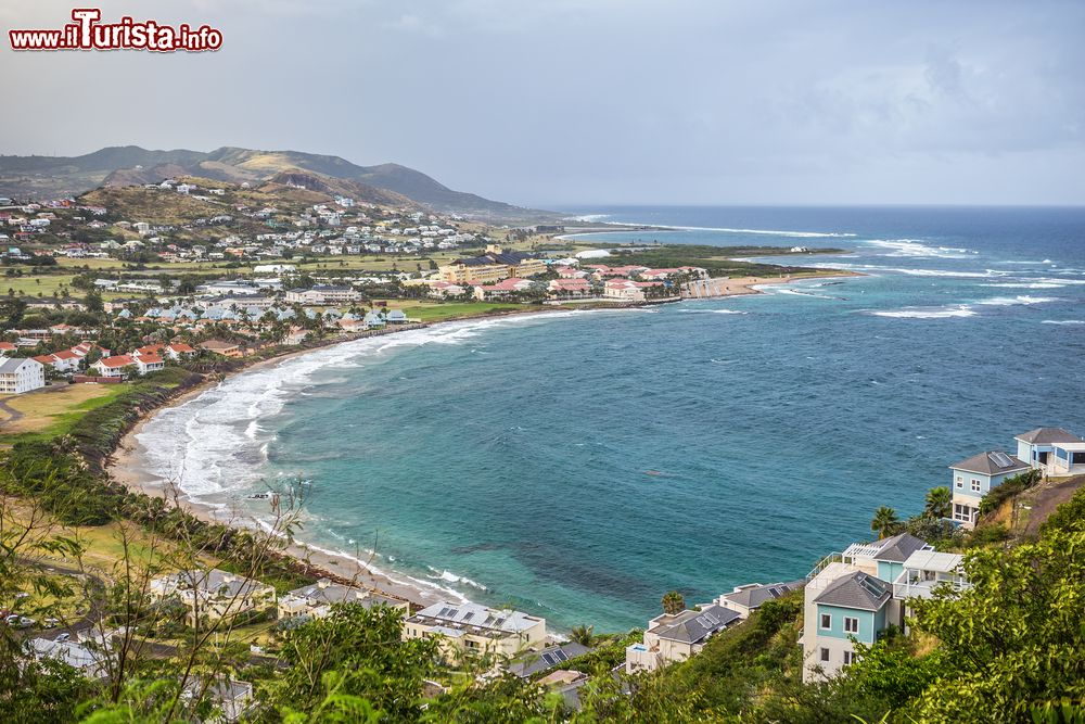 Immagine Veduta di St. Kitts and Nevis da Timothy Hill, Indie Occidentali. Da quest'altura si può ammirare un panorama mozzafiato sulle due isole dell'arcipelago delle Piccole Antille.