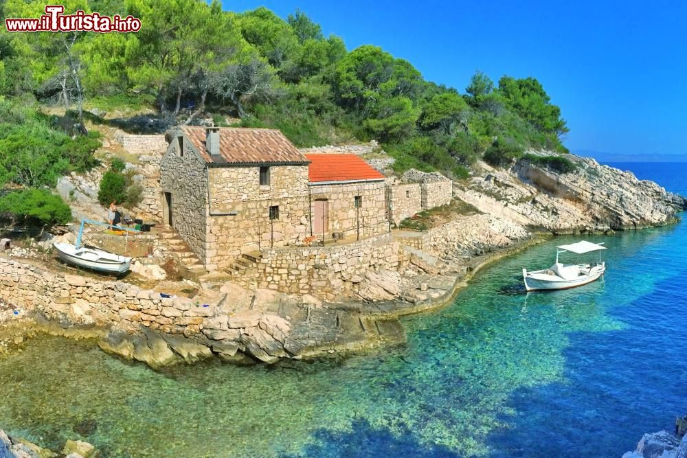 Croazia insolita 5 isole sconosciute della dalmazia for Camere croazia