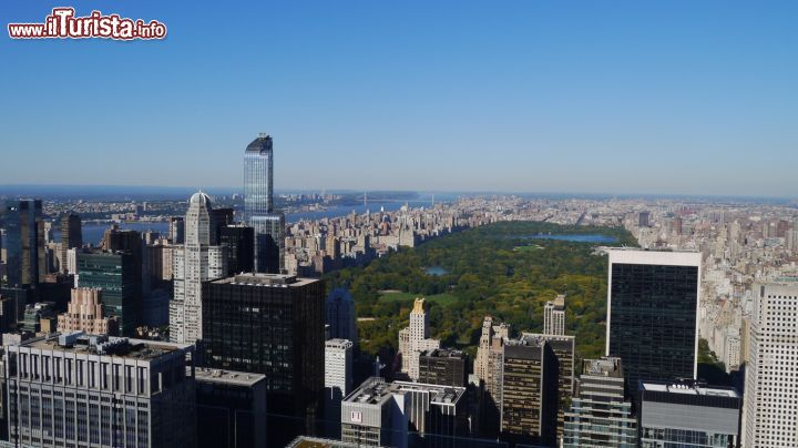 Immagine Foto panoramica di Manhattan e Central Park a New York City, Stati Uniti. Una splendida immagine dall'alto del borough di Manhattan e del grande parco situato nella Uptown di NY