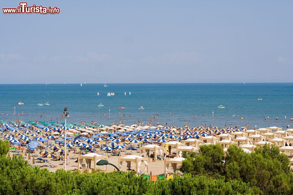 La spiaggia di lignano sabbiadoro in friuli venezia for Appartamenti lignano