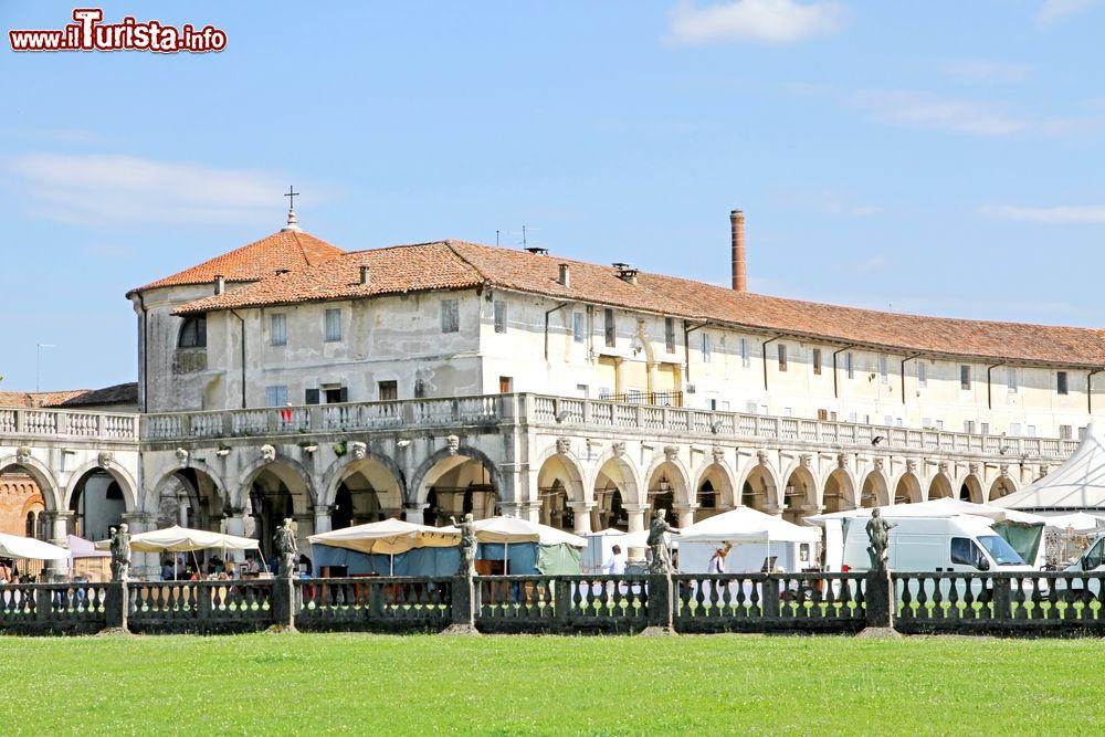 Mercatino dell'antiquariato e cose d'altri tempi Piazzola sul Brenta