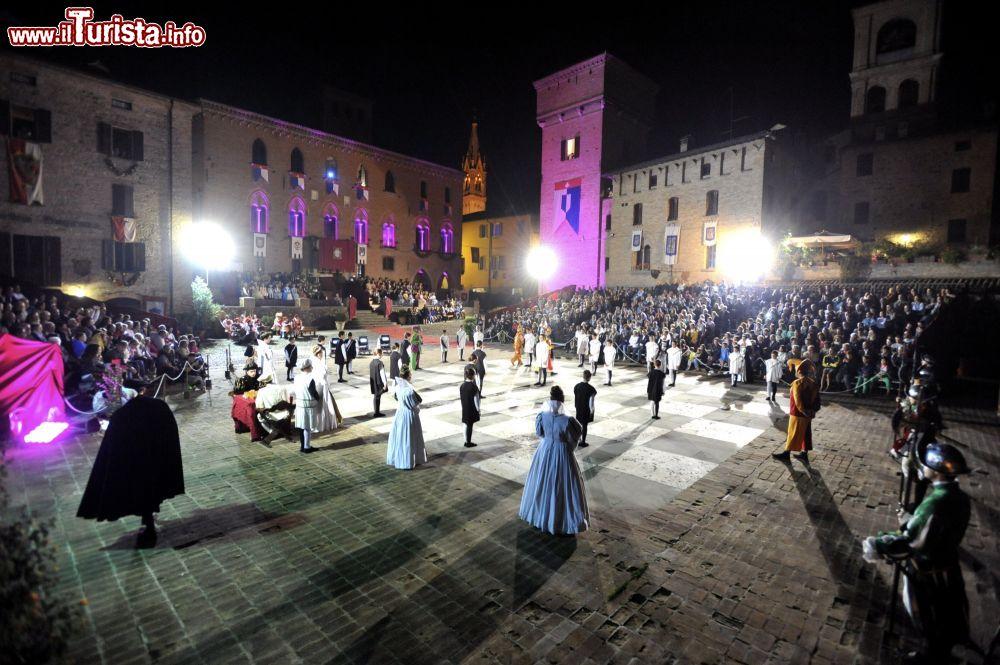 Dama vivente Castelvetro di Modena