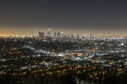 Panorama notturno di Hollywood e Los Angeles fotografato dal Griffith Park - © trekandshoot / Shutterstock.com